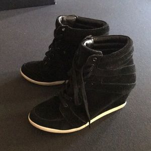 Lace up high top Steve Madden sneakers
